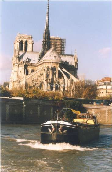 Come help and experience life on a barge, mainly in France