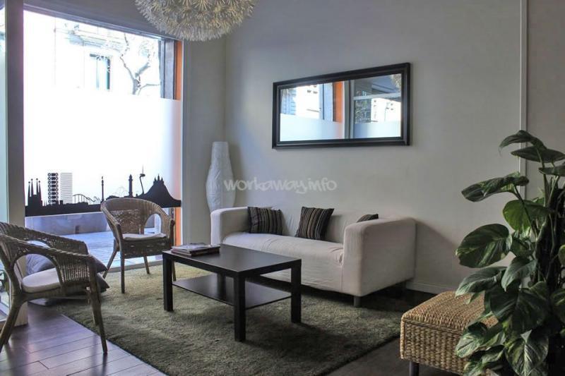 maison a donner beautiful une touche de jaune pour donner le ton with maison a donner cool. Black Bedroom Furniture Sets. Home Design Ideas