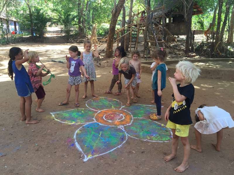Come and help in an alternative school for holistic