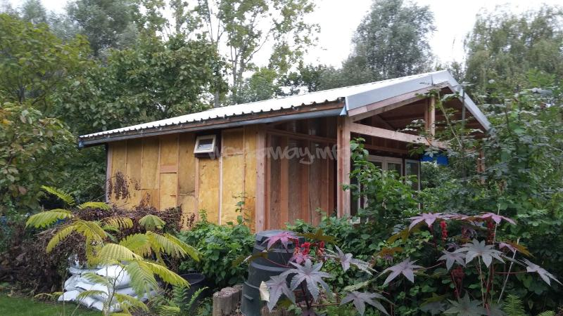 Help building a 39 sustainable 39 house and enjoy the dutch for Help building a house