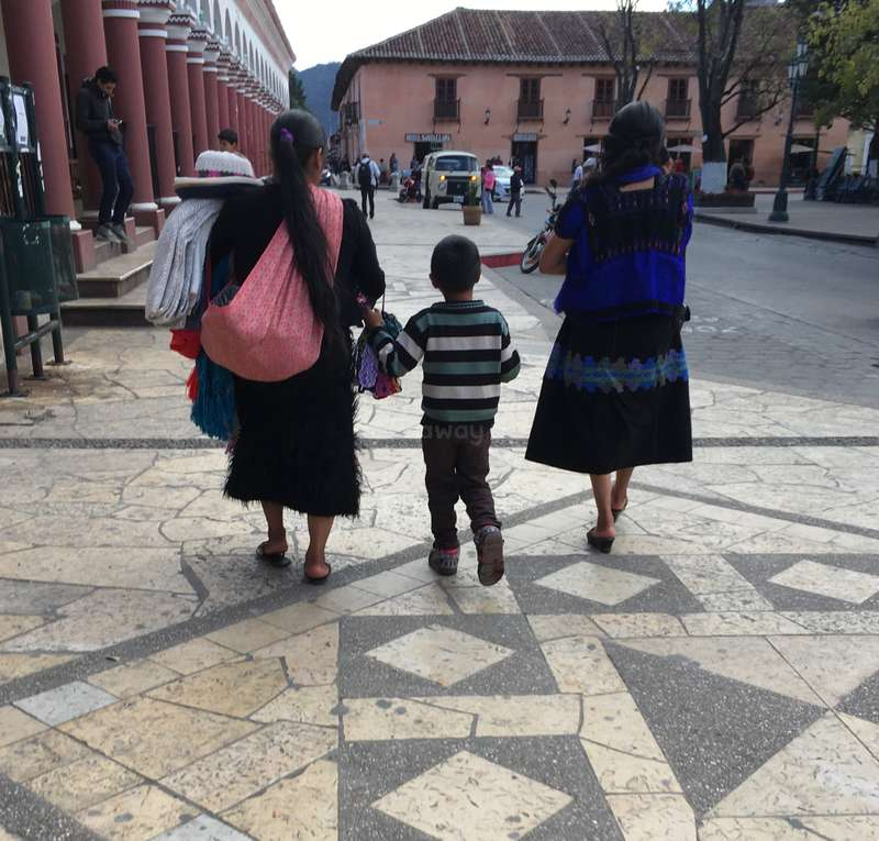 Girls in San Cristobal