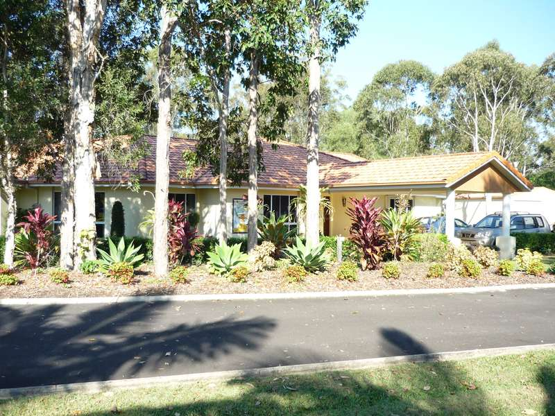 Come and live in a private cabin near Noosa in exchange for help on