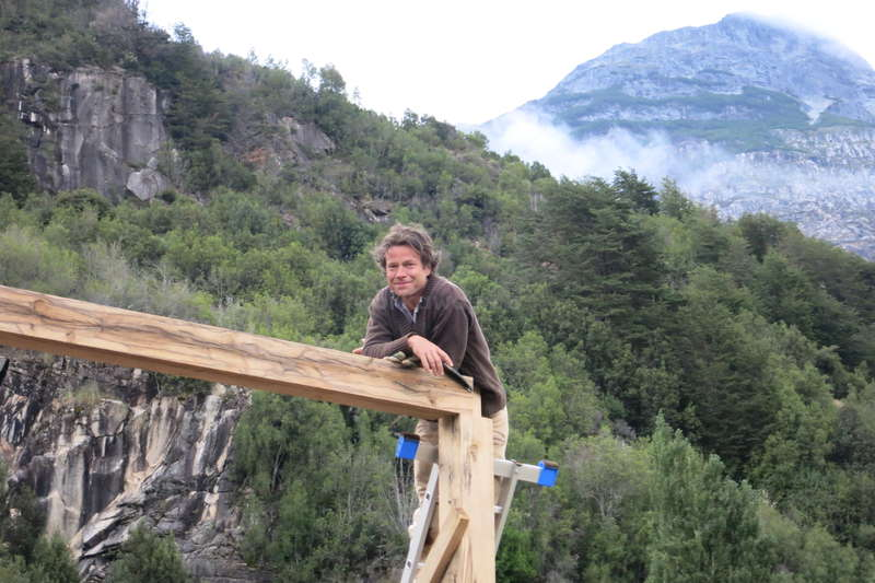Help building a wood house in patagonia chile for Help building a house