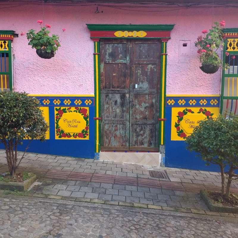 hilf mit der renovierung eines sch nen alten hauses in der herrlichen stadt von guatape in kolumbien. Black Bedroom Furniture Sets. Home Design Ideas