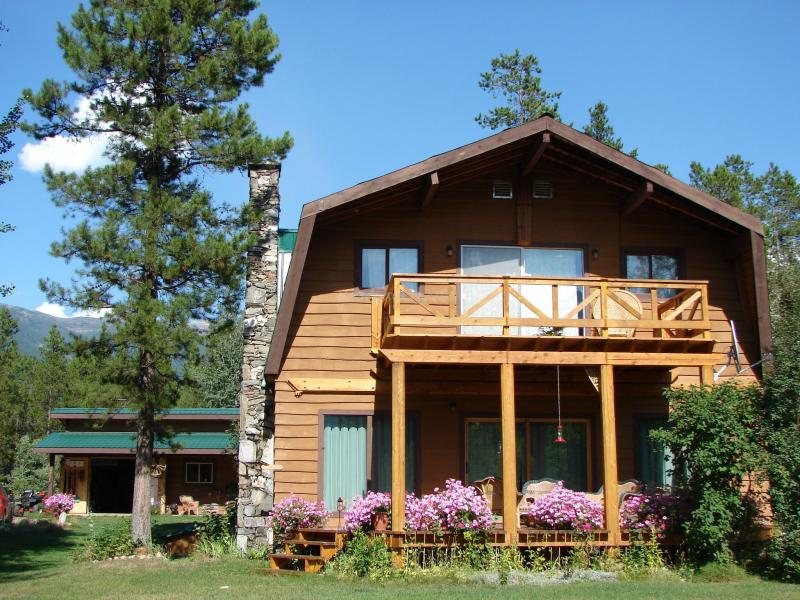 Help needed with our log cabins in the canadian rockies for Canadian log cabins