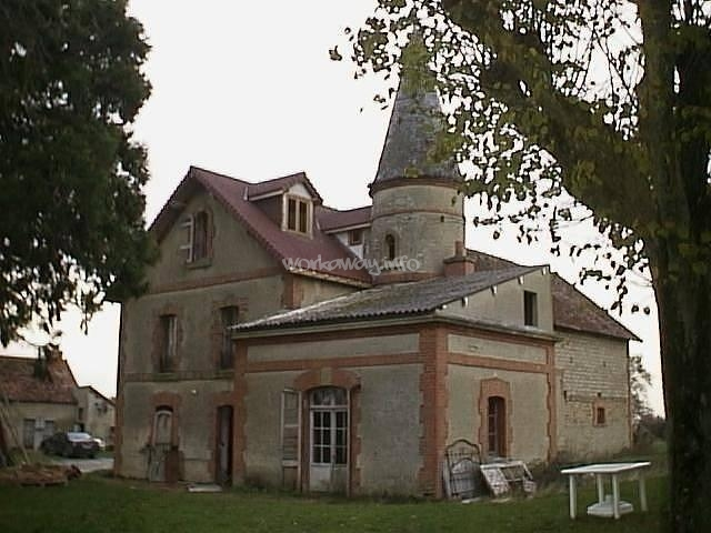 Come and help restore an old hunting lodge in mid france for Lodges in france