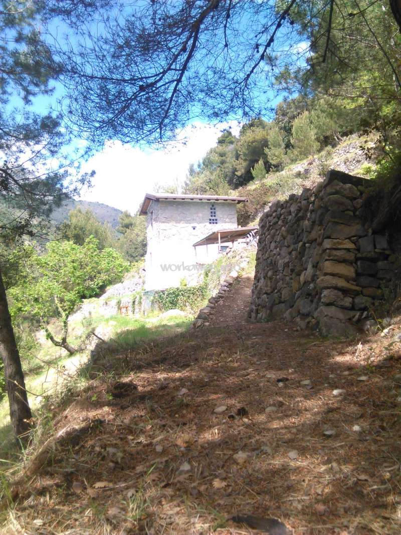 Looking for help building a house on the italian riviera for Help building a house