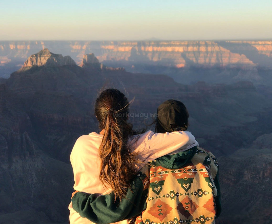 travellers-sitting-next-to-each-other-beautiful-canyon-view