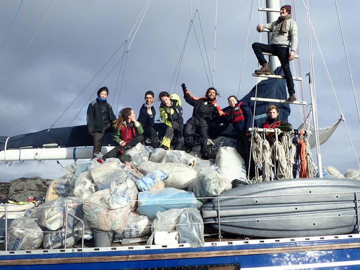 collecting-trash-boat-conservation
