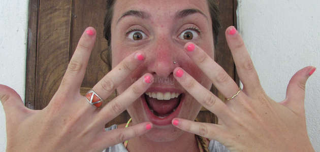 backpacker-travel-hands-fingernails