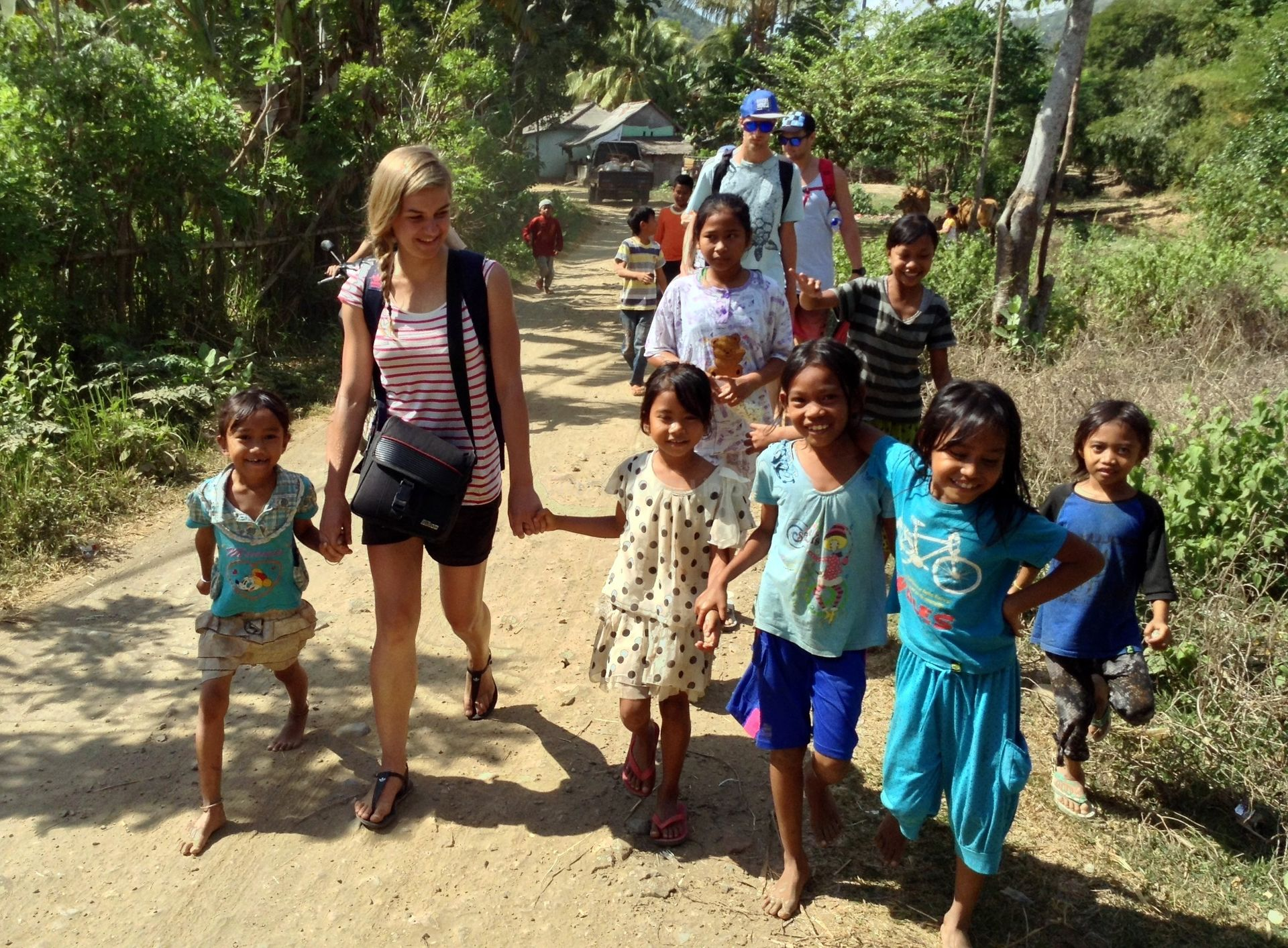 learning kids and volunteer in asia