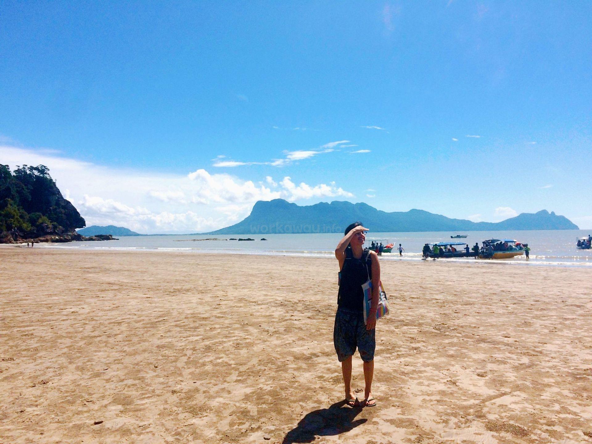 workawayer Mariana on the beach