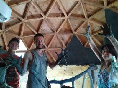 offgrid-building-geodome-roof-workaway-group