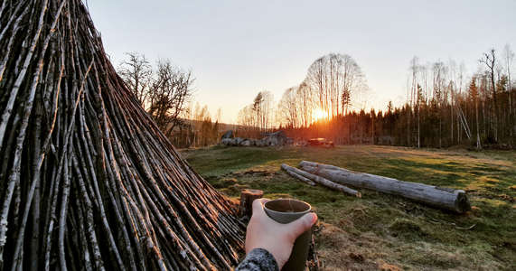 offgrid-slow-travel-drink-tea-outdoors-sunset
