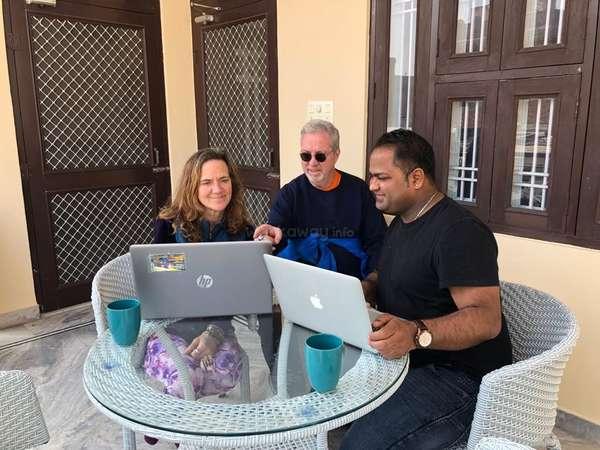 digital nomad computer help group