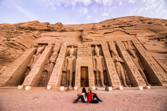 workaway girls couple discover Egypt Abu simbel temple