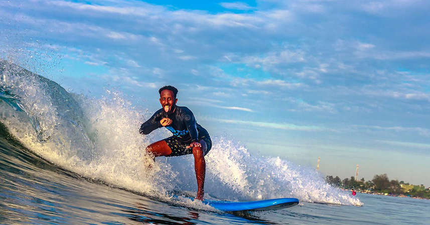 surfing solo travel enjoy nature waves freedom
