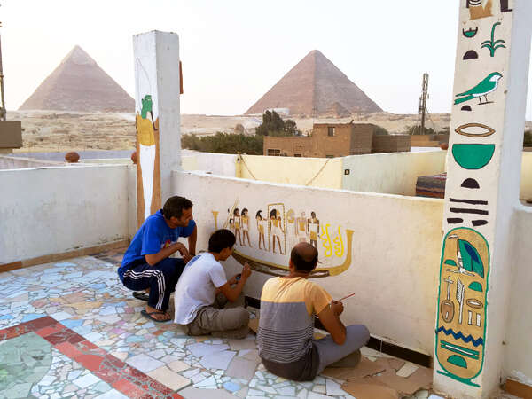 workaway painting mural art in Egypt pyramid background